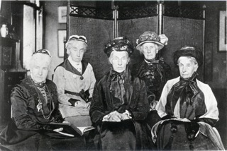 Jane Sturge, Sarah Ann Richardson, Catherine Richardson, Elizabeth Spence Watson and Emma Pumphrey at Gables 1918