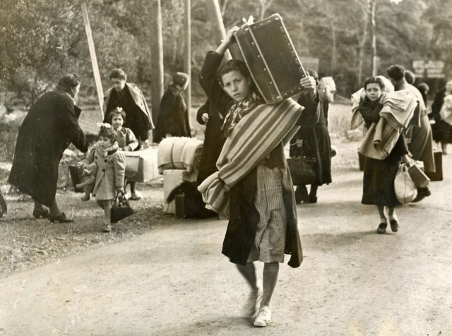 Spanish children fleeing the war